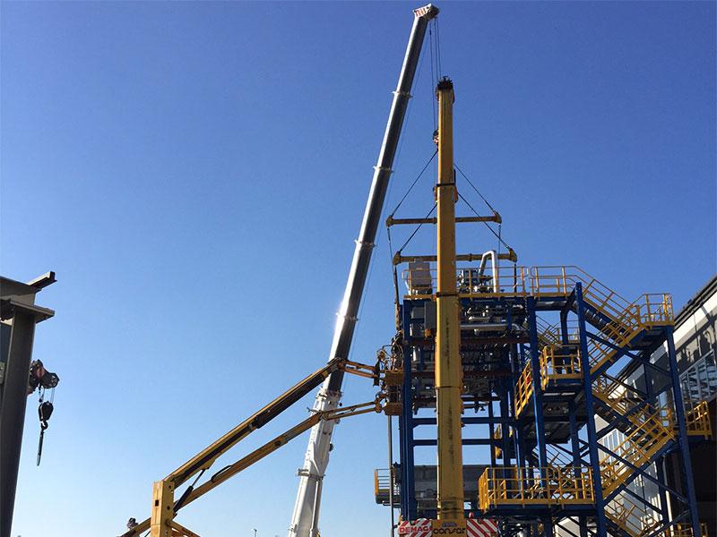 Noleggio gru per montaggio grandi impianti (foto 4)