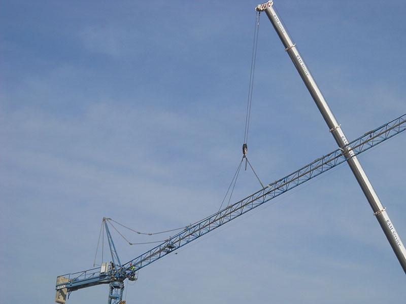 Servizio di montaggio gru per cantieri (foto 3)
