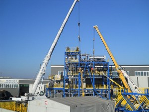 Noleggio gru per montaggio grandi impianti (foto 7)