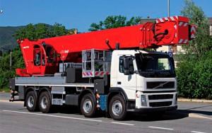 Noleggio piattaforme aeree montate su camion con patente C