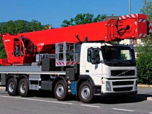 Noleggio di piattaforme aeree montate su camion fino a 65 metri di altezza