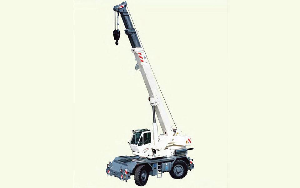 Noleggio autogru fuoristrada con portata fino a 30 ton. e 24,05 metri di altezza