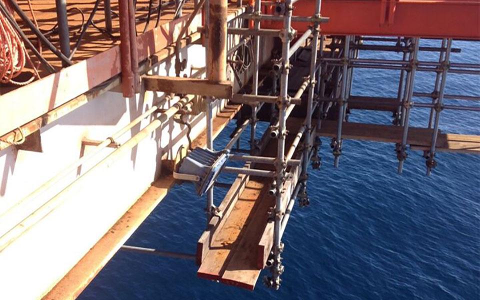 Noleggio di ponteggi a tubi giunti per piattaforme marittime
